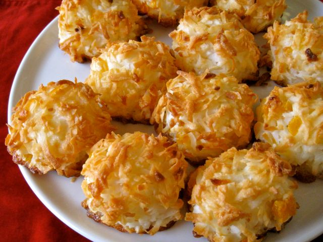 coconut_apricot_macaroons
