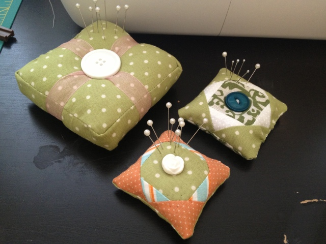 I used some of the scraps from the quilt to make these cute pin cushions :)