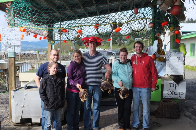 Here we all are with our 3 (live) purchased crabs from the marina. We were gonna have crab dinner no matter what! Also, I am amazed that that jacket I'm wearing still fits me. I am getting so big.